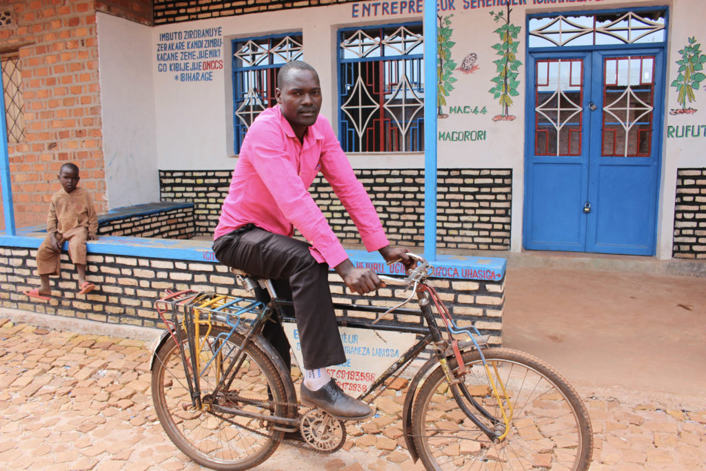Point and agent of sale of seeds of Muyinga on his bicycle being used as means of transport for the mobile sale of seeds